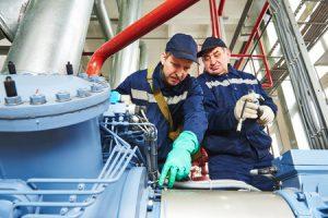 Techniker bei der Reparatur